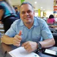 Omar E Giraldo