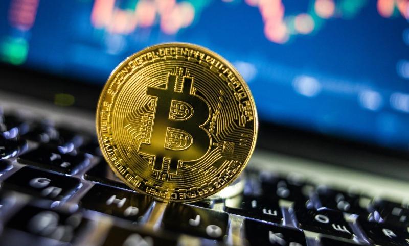 bitcoin-sobre-un-teclado.jpeg